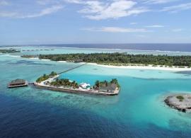 Oceán a pláž Maledivy