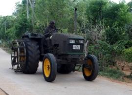 traktor z rýžových polí, Srí Lanka