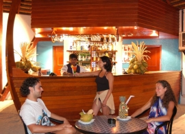 Adaaran Club Rannalhi Maledivy - bar