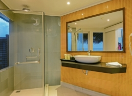 Adaaran Club Rannalhi - koupelna ve vodním bungalovu