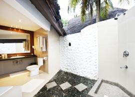 Adaaran Select Hudhuran Fushi - koupelna v plážové vile
