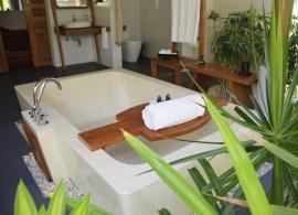 Anantara Dhigu - plážová vila s bazénem - koupelna