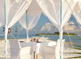 Anantara Dhigu - romantická večeře na pláži