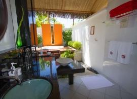 Angsana Ihuru - koupelna s jacuzzi