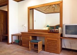 Bandos Island resort - bungalov s pokojem standard