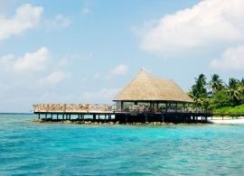 Bandos Island resort - sluneční terasa