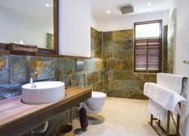 The Barefoot Eco hotel Maledivy - koupelna