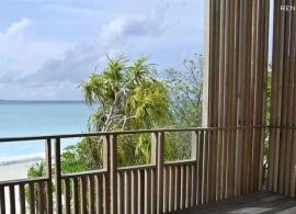 The Barefoot Eco hotel Maledivy - výhled z pokoje