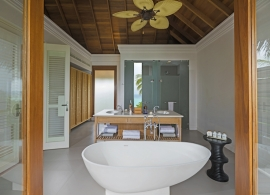 Dusit Thani Maledivy - vodní vila, koupelna
