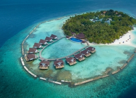 Ellaidhoo Maldives by Cinnamon - letecký pohled na vodní bungalovy