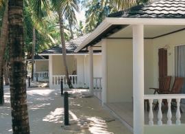 Holiday island resort, Maledivy - plážové bungalovy