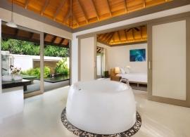 JA Manafaru - jednoložnicový suite s bazénem, koupelna
