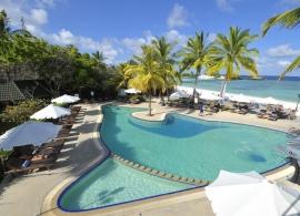Maledivy - bazén Paradise island resort