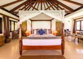 Kihaa Maldives - plážová vila, pokoj