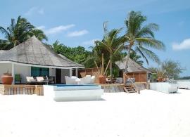Kihaa Maldives - plážová vila waterfront s bazénkem