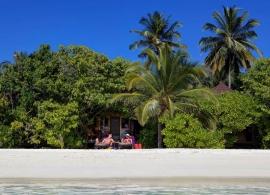 Komandoo Maldives - pláž