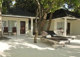 Maledivy - plážový bungalov Paradise island resort
