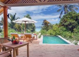 Kudafushi Maledivy - plážová vila s bazénem