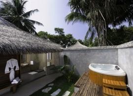 Kuramathi Island Resort - plážová vila s jacuzzi
