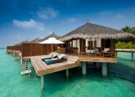 Kuramathi Island Resort - vodní vila s jacuzzi