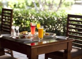 Kurumba Maldives - hlavní restaurace Vihamana