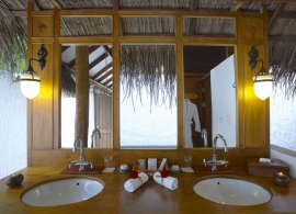 Medhufushi Island resort - plážová vila - koupelna