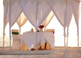 Naladhu - romantická večeře