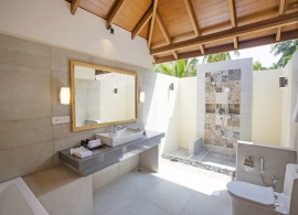 Reethi Faru resort - deluxe vila, koupelna