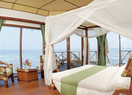 Safari island resort - vodní bungalov, pokoj
