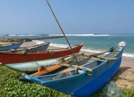 lodě na pláži na Srí Lance