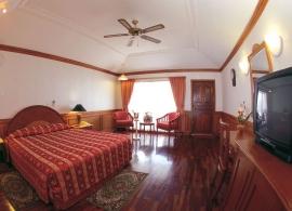 Sun Island resort - pokoj ve vodním bungalovu