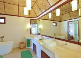 Thulhagiri Island resort - plážový bungalov, koupelna