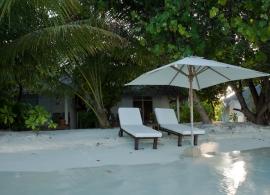 Vakarufalhi Maldives - před vilou