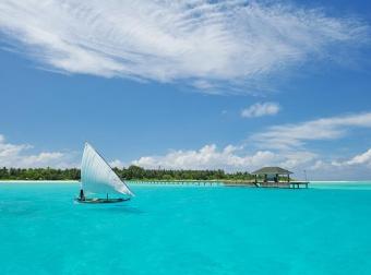Zájezdy Maledivy - Holiday Island Resort
